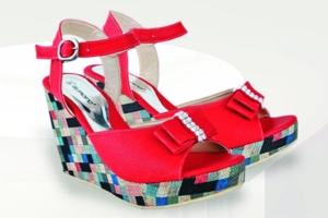 gambar sandal wedges wanita